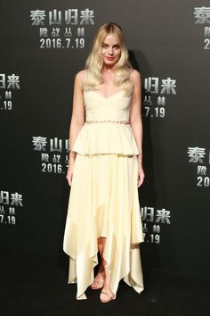 Margot Robbie Style - Margot Robbie Fashion Photos