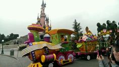 Casey Jr leads the Spring promenade at Disneyland Paris & thedreamtravelgroup.co.uk