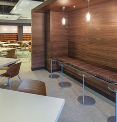 Cool neutral custom Chilewich Wall-to-Wall Flooring was selected in Frost Topaz for space in the Southwest Power Pool office to add a contemporary and welcoming feel.