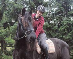 Ich habe dich gefunden ohne dich gesucht zu haben und ich bin mir sicher dass ich nichts anderes will.  #bestone #cutie #wuschelköpfchen  #loveofmylife #forever #smile #equestrian #riding #horse #frisian #happy by _michelle_chantal