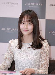 Kim So Hyun recalls 'awkward' kiss scene with Yoo Seung Ho Awkward Kiss, Dramas, Moda Kpop, Jo Loves, Kim Sohyun, Yoo Seung Ho, How Many People, Beautiful Asian Girls, Triangles