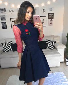 vestido jeans com aplicação de patche + sobreposição Fashion Wear, Modest Fashion, Fashion Dresses, Womens Fashion, Girly Outfits, Chic Outfits, Dress Outfits, College Fashion, Dress Collection
