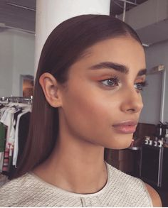 NEW STUNNING INSPIRATION - Taylor Hill via stylish @STYLESTUDIO #howtochic #ootd #outfit