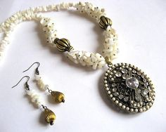 Bijuterie sidef colier si cercei, pandant bronz si cristale 23499 - idei cadouri femei Beaded Bracelets, Jewelry, Jewlery, Jewerly, Pearl Bracelets, Schmuck, Jewels, Jewelery, Fine Jewelry