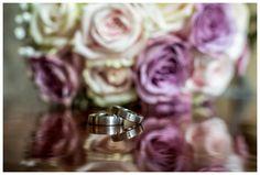 Brautstrauß & Ring auf einer glänzenden Oberfläche Wedding Details, Wedding Rings, Engagement Rings, Jewelry, Wedding Photography, Ring, Enagement Rings, Jewels, Schmuck