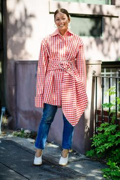 Rachael wang in marques almeida red gingham jacket with denim and white shoes. 55 Spring Outfits We're Dying to Try New York Fashion Week Street Style, Nyfw Street Style, Spring Street Style, Cool Street Fashion, Street Style Looks, Street Chic, Street Styles, Street Wear, Spring Outfits Women