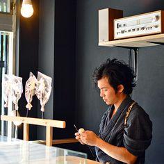 浅草 飴細工アメシン   Asakusa amezaiku ameshin. Candy sculpting shop in Tokyo