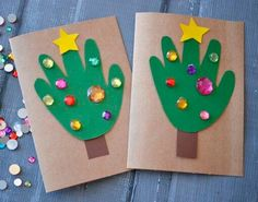 10 Easy, Last Minute Christmas Cards for Toddlers to Make There's nothing as charming as a homemade card made by little hands! Try out these easy, last minute Christmas Cards for Toddlers to make and gift! Creative Christmas Cards, Homemade Christmas Cards, Christmas Tree Cards, Christmas Crafts For Kids, Xmas Cards, Handmade Christmas, Christmas Diy, Homemade Cards, Christmas Projects