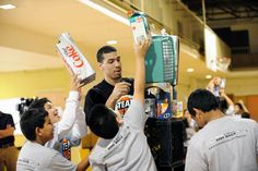 Danny Green Plays Recycling Games with Team Up Challenge Students: Photo Gallery