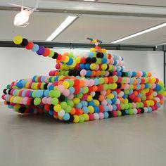 Un tank, symbole ultime de la guerre a été ici réinventé par les artistes allemands du collectif inges idee ! Leur idée : transformer cette arme de...