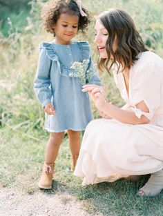 Elza Photographie - Toronto family film photographer - Fuji - The Find Lab Lifestyle Photography, Family Photography, Children Photography, Family Portraits, Family Photos, Family Posing, Film Inspiration, Engagement Inspiration, Family Picture Outfits
