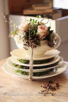 use a single cup & saucer idea with the floral arrangement for centerpieces at tea party Deco Floral, Floral Design, Wedding Decorations, Table Decorations, Flower Decorations, Vintage Tea, Vintage Coffee, Afternoon Tea, Flower Power