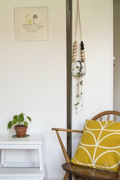 From Walls To Floor: Mega Mid-Century Decor Milwaukee Journal Sentinel | Apartment Therapy