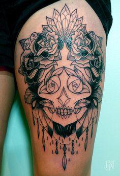 bleu-noir-supakitch-tattoo-skull-roses-plumes