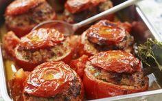 Cum faci cele mai bune roşii umplute cu carne. Reţeta preparatului simplu, ce se pune în sos ca să iasă gustos
