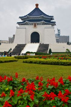 Chiang Kai-shek Memorial Hall - Taipei, Taiwan - How to make the most of 24 hours in Taipei! #travel #taipei #asia