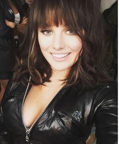 FOTO Ewa je krásné děvče, jen by měla trošku zabrat. Jessie J, Kate Beckinsale, Hairstyles With Bangs, Sexy Ass, Pet Portraits, Sexy Women, Idol, Leather Jacket, Singer