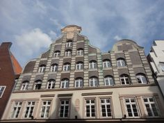 Classical architecture in Lüneburg One Day Trip, Classical Architecture, Middle Ages, Places To See, Germany, Building, Classic Architecture, Day Trips, Buildings