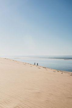 Découvrir la dune du Pilat au coucher du soleil - Vio Vadrouille Le Pilates, La Dordogne, Excursion, France Travel, Travel Inspiration, Places To Go, Scenery, Europe, Beach