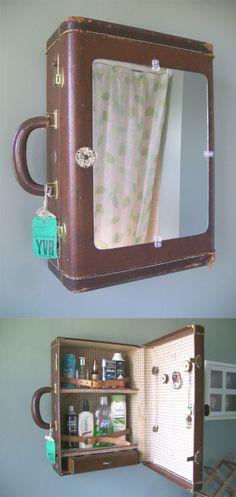 RECICLAGEM : Mala de viagem vira espelho de banheiro.