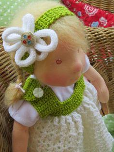 Viele fleißige Puppenmamis möchten für ihre Kinder gerne feine Kleidung und sc hicke Accessoires stricken. Ich zeige euch hier viel  Pu...
