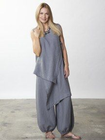 Bryn Walker - w/ Zen Vest pic 1 color is n/a This Light Linen pant is a stunning… Look Fashion, Hijab Fashion, Fashion Dresses, Womens Fashion, Fashion Design, Elisa Cavaletti, Hijab Style, Mode Boho, Mode Hijab