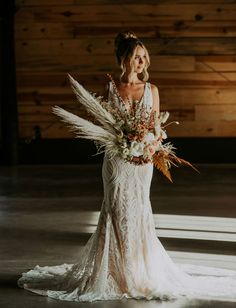 You want romantic wedding inspiration with a boho twist, right? This styling has it all, plus the most unique floral fan accessory! Romantic Bridal Hair, Wedding Gowns, Wedding Bouquets, Wedding Flowers, Modern Groom, Charlotte Dress, Southern Wedding Inspiration, Bohemian Bride, Festival Wedding
