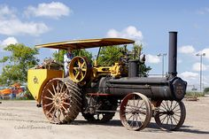 Geiser Peerless Steam Engine, built in Waynesboro, Pennsylvania Antique Tractors, Vintage Tractors, Old Tractors, Vintage Farm, Antique Cars, Steam Tractor, Kawasaki Motorcycles, Old Farm Equipment, Motor Company