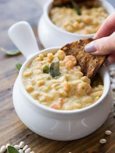 Vegan Creamy Roasted Garlic White Bean Soup - Thick and creamy soup made with leeks, roasted garlic, and navy beans - easy, flavorful, and dairy free! Whole Foods, Whole Food Recipes, Soup Recipes, Vegetarian Recipes, Cooking Recipes, Healthy Recipes, Vegan Bean Recipes, Vegetarian Barbecue, Kale Recipes
