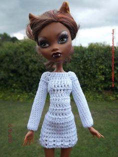 Ropa para muñecos - Ropa Monster High: v90 - hecho a mano por mamimonster en DaWanda Crochet Monster High, Monster High Clothes, Crochet Doll Clothes, Doll Crafts, Barbie Clothes, Etsy, Crochet Hats, Sew, Dolls