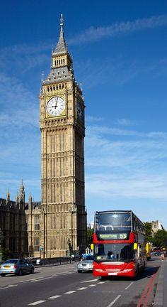 イギリスのツアーを。二階建てバス、ビッグベンの塔。ロンドン. 世界の旅行の目的地