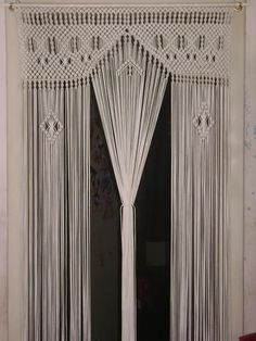 17 Best ideas about Macrame Curtain Macrame Curtain, Macrame Bag, Macrame Knots, Crochet Curtains, Beaded Curtains, Macrame Design, Macrame Projects, Macrame Tutorial, Macrame Patterns
