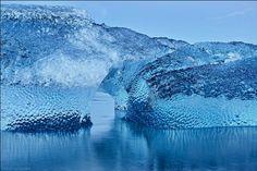 Bellísima escultura de hielo formada de manera natural en el lago Jökulsárlón (Islandia) (Mark James Ford, 2014)