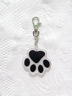 Materials: Metal, Dark Silver clasps keychain Size: 11.5cm Including pendant. pendant Size : 4.5 cm