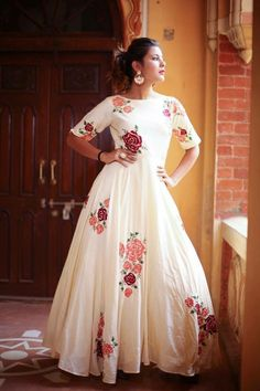 Buy Western Dresses online from the trendy range of casual dresses, formal dresses & western dresses in various sizes from Maharani Designer Boutique Kurta Designs, Blouse Designs, Dress Designs, Indian Gowns, Indian Outfits, Indian Clothes, Red Lehenga, Lehenga Choli, Anarkali