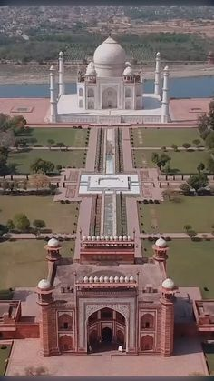 Things you need to know when visiting Taj Mahal. Things like best time to visit Taj Mahal scams to be aware of what to wear as well as best spots for picture! tips India Travel Guide, Asia Travel, Travel Usa, Incredible India Posters, Amazing India, Taj Mahal, Indian Architecture, Dubai Architecture, Ancient Architecture