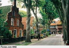Idyllisch in Nes - Ameland Great Island especially if you like bicycling & quaint villages!  Can't wait to go back!