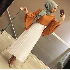 "768 Suka, 17 Komentar - MERİ STORE SULTANBEYLİ (@sevvalgiyim) di Instagram: ""Kombin dediğin👌"" Modern Hijab Fashion, Abaya Fashion, Muslim Fashion, Modest Fashion, Skirt Fashion, Fashion Dresses, Stylish Hijab, Hijab Chic, Muslim Girls"