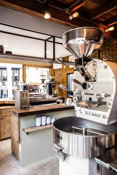 Coffee Shop Interior Design, Coffee Shop Design, Cafe Interior, Cafe Floor Plan, Nord Est, Small Coffee Shop, Coffee Shot, Coffee Guide, Coffee Carts