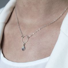 a7cbd6922985 Gargantilla con colgante de Labradorita o Calcedonia azul claro