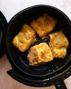 Now you can make Beer-Battered Fish with less guilt by using your air fryer. Easy, tasty and perfect with some air fried chips and malt vinegar. Air Fryer Fish Recipes, Air Frier Recipes, Air Fryer Dinner Recipes, Beer Battered Cod, Beer Battered Fish Tacos, Air Fry French Fries, Air Fried Fish, Fried Chips, Homemade French Fries