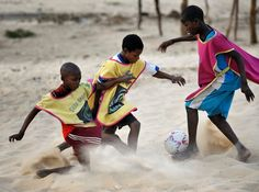 Boys play soccer in Timbuktu, northern Mali. Running Drills, Colorado Rapids, College Games, Best Football Players, Major League Soccer, Liverpool Football Club, Wide Receiver, Play Soccer, Boys Playing