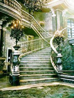 f-l-e-u-r-d-e-l-y-s:    Enchanting Staircases