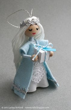 mmmcrafts: hello, my name is Princess Snow Cream I could make these as goodie bag items for Elli's Frozen party. Felt Ornaments, Diy Christmas Ornaments, Handmade Christmas, Vintage Ornaments, Vintage Santas, Yarn Dolls, Felt Dolls, Blue Christmas, Christmas Angels
