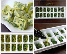 Vous avez des herbes fraîches que vous allez perdre? Déposez-les dans des bacs à glaçons, recouvrez d'huile d'olive (ou autre), et congelez. Prenez ensuite un « glaçon » aromatisé pour faire chauffer dans une poêle au lieu d'utiliser votre huile directement de la bouteille. Une excellente façon d'ajouter du goût à vos recettes. Les cubes se gardent environ 1 an au congélateur.
