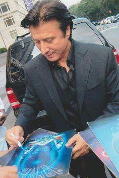 Steve Perry still autographs