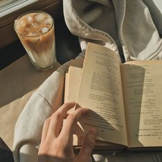 Cream Aesthetic, Brown Aesthetic, Aesthetic Food, Aesthetic Vintage, Aesthetic Photo, Aesthetic Pictures, Coffee And Books, Book Photography, Bookstagram