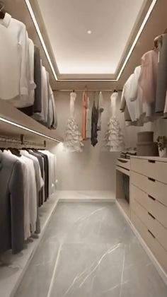 Walk In Closet Design, Bedroom Closet Design, Bedroom Furniture Design, Closet Designs, Small Walk In Wardrobe, Small Walking Closet, Small Walk In Closet Ideas, Master Closet Layout, Walk In Closet Inspiration