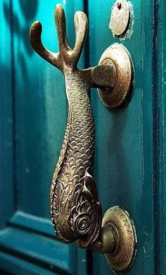 Knock Knock…15+ strange and unusual door knobs