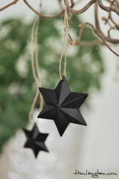 svart stjärna i zink med jutesnöre för upphängning  Liten 4 cm 20 SEK  Stor 6 cm 25 SEK